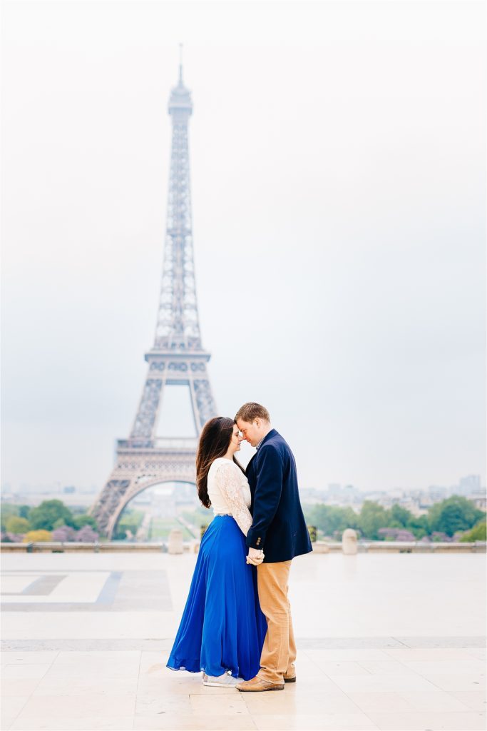 Couple in front of Eiffel Tower in Paris photoshoot